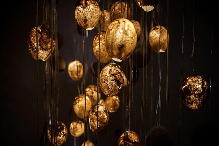 Дизайнер Талин Хазбер использовала песок для абажуров осветительных приборов