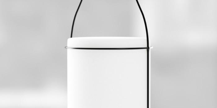 Светильник состоит из металлического каркаса и стекла