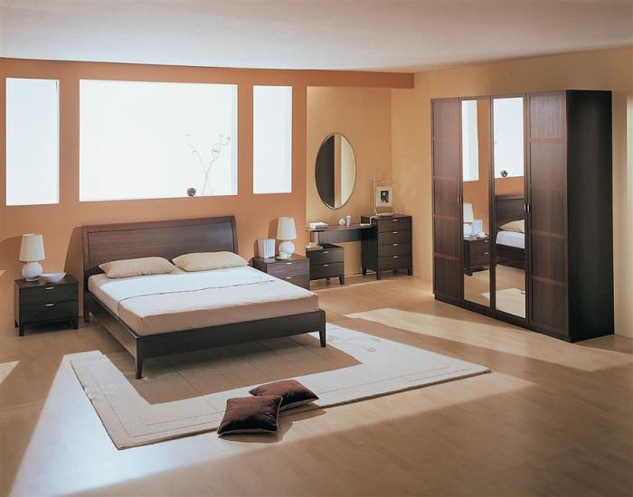 Еще один классический вариант использования мебели для спальной комнаты.
