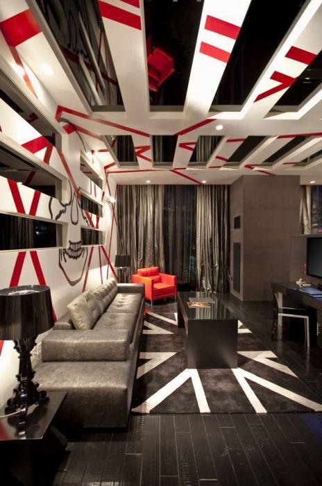 Контрастное сочетание красного, белого и черного оттенка в гостиной комнате в стиле хай-тек.