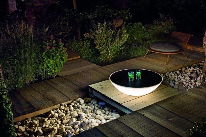 Полусферический журнальный столик с подсветкой, который точно удивит гостей.
