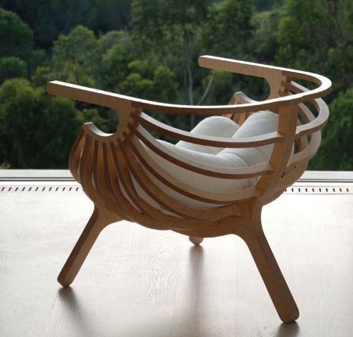 Это креативное кресло станет ярким акцентом в интерьере комнаты.