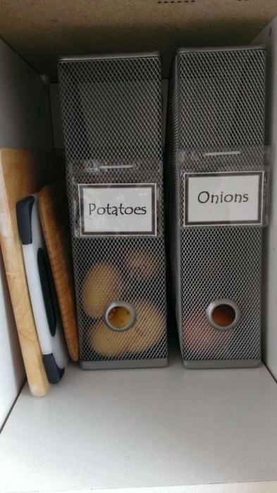 Папка для бумаг отлично подходит для хранения овощей.
