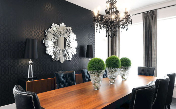 Фацетное зеркало оригинальной формы в интерьере столовой.
