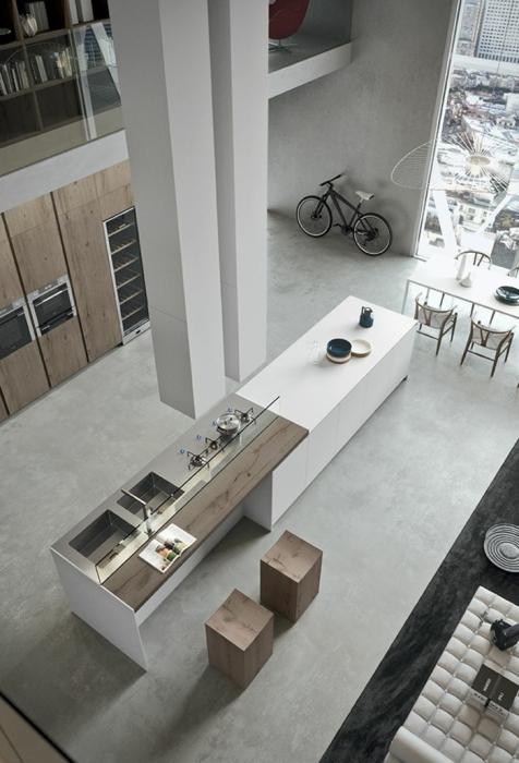 Кухонная гарнитура в центре кухни, выглядит очень стильно и необычно.