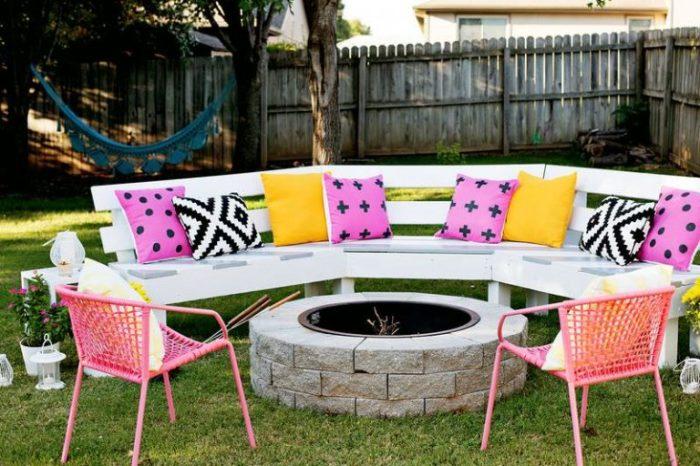 Примеры самодельной садовой мебели из дерева, которая станет великолепным украшением придомовой территории.