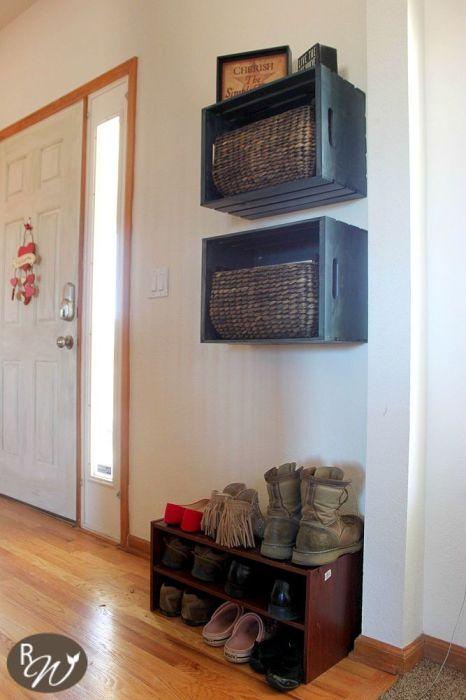 Покрашенные и видоизмененные на своё усмотрение ящики можно использовать для хранения самых разных вещей и аксессуаров.