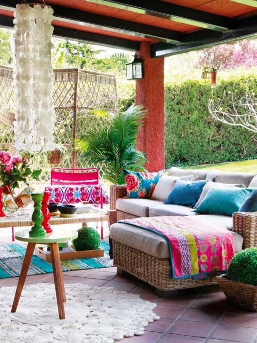 Веранда - это очень специфический элемент любого загородного дома, который требуют особого внимания и подхода.