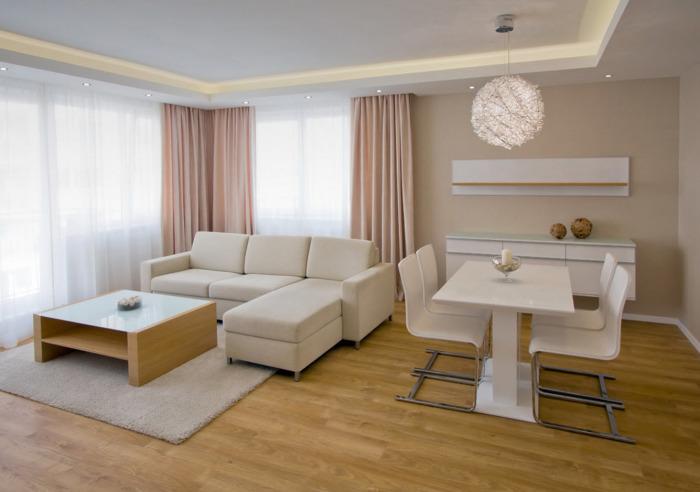Бежевые оттенки в качестве основного цветового решения для гостиной комнаты.