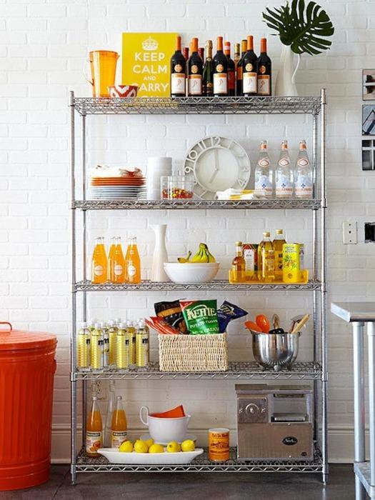 Собранные из металлических конструкций стеллажи, как правило, устанавливаются на кухне или в кладовке.
