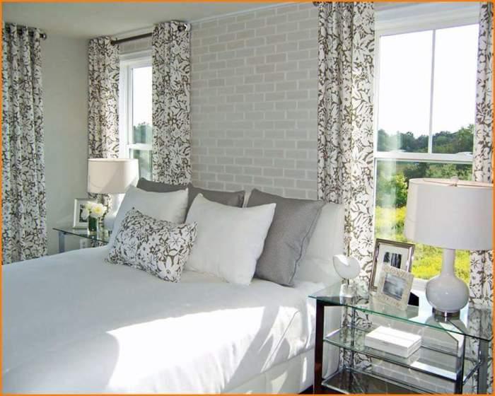 Красивый и современный интерьер гостиной комнаты белого цвета.