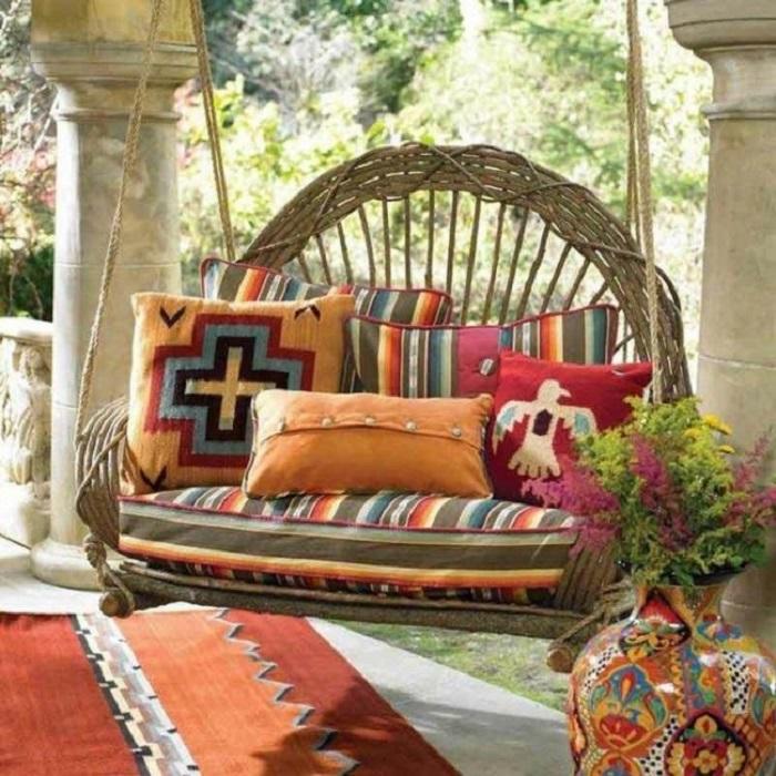 Очаровательное подвесное кресло из очищенных и высушенных стеблей каламуса.
