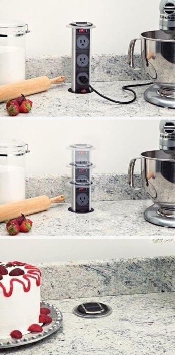 Стильным решением для кухни-студии станут встроенные розетки в шкаф, стол или столешницу.