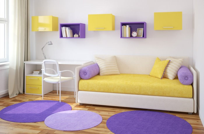 Жёлтый и фиолетовый - одни из наиболее подходящих цветов для детской комнаты.