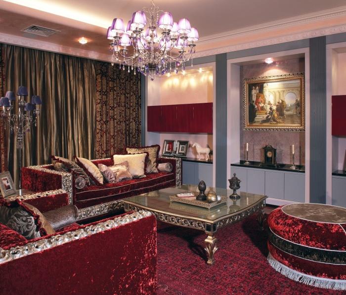 Восхитительная гостиная комната, оформленная по всем канонам современного аристократического стиля.