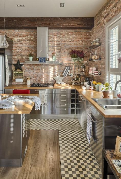 Неплохим вариантом будет создание кухни в стиле лофт.