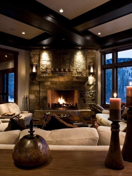 В зависимости от предполагаемого стиля гостиной комнаты можно разработать различные варианты отделки и местоположения каминного блока.