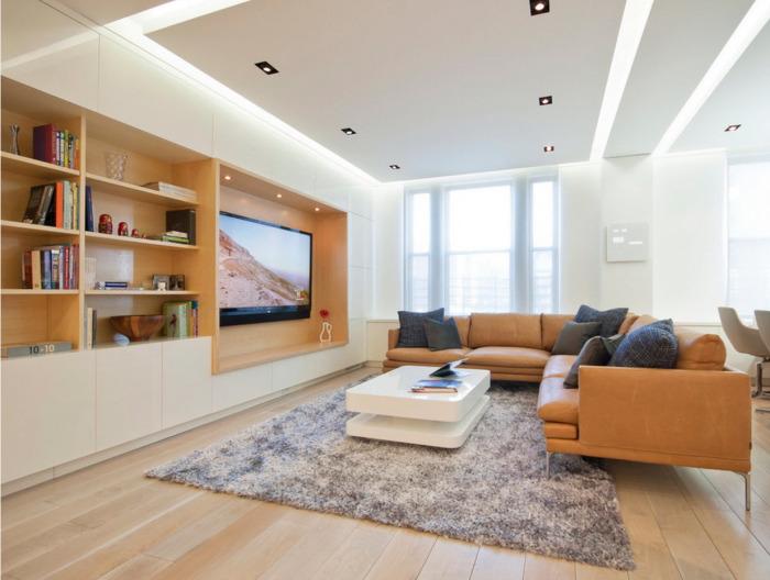 Большой угловой диван ненавязчивой светло-коричневой расцветки и светлый журнальный столик прекрасно впишутся в интерьер любой гостиной комнаты.