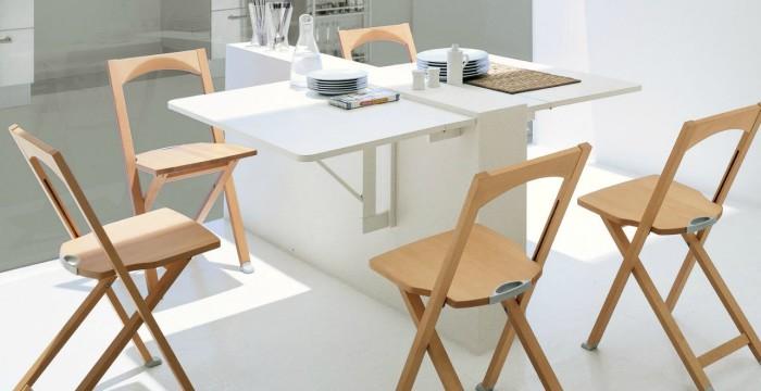 Мебель-трансформер для малогабаритного кухонного пространства в виде выдвижного обеденного стола и складных стульев.