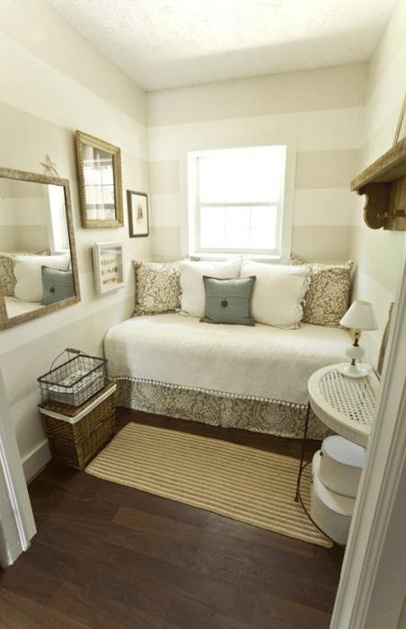 Оригинальные приёмы, которые применяют профессиональные дизайнеры для обустройства небольших комнат для сна.