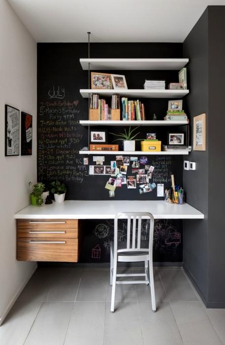 Стол без ножек, вмонтированный в стену - креативное и смелое решение.