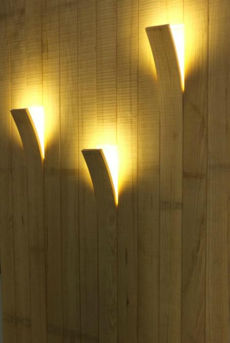 Необычные деревянные светильники, которые идеально вписываются в интерьер комнаты.