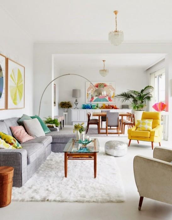 Современные дизайнеры предлагают некоторое смешение мотивов различных стилистических направлений в современном интерьере гостиной комнаты.