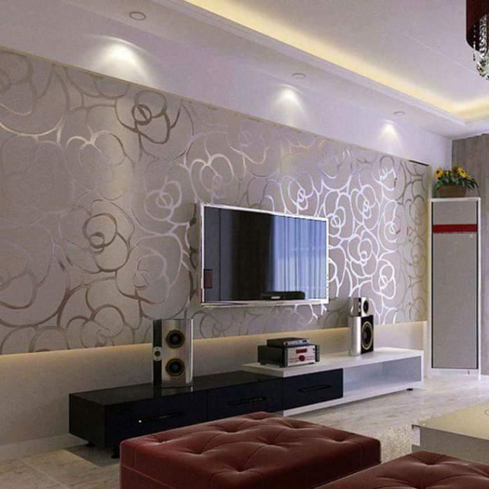 Удобное и практичное оформление зоны для просмотра телевизора, которое сразу придётся по вкусу.