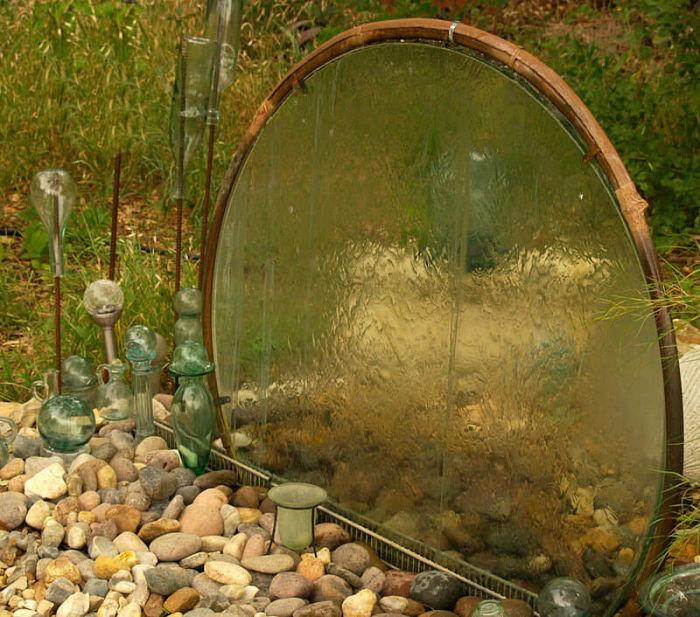 Фантастический мини-фонтан для сада, который можно легко сделать своими руками.