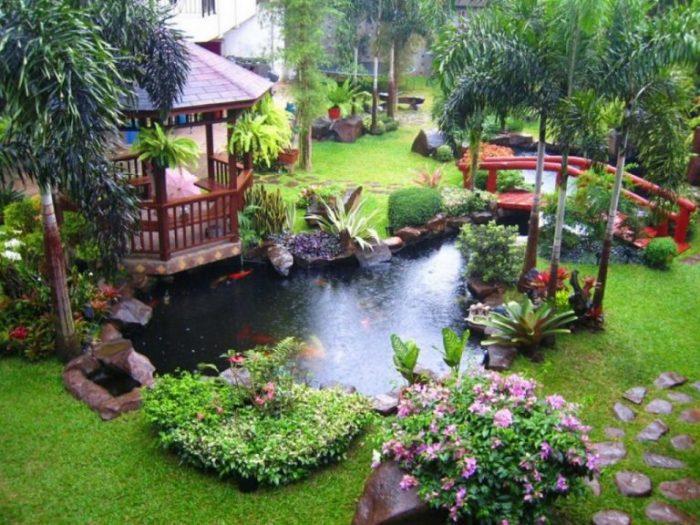 Искусственный водоем, который придает свежести садовому участку.