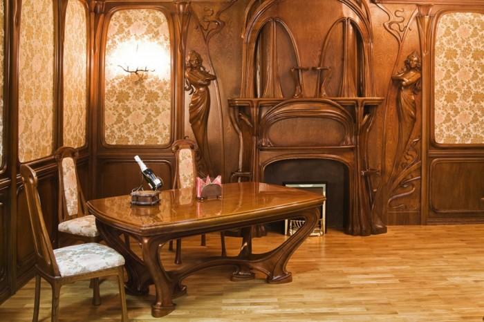 Стол из дорогой породы древесины в стиле модерн для гостиной комнаты.