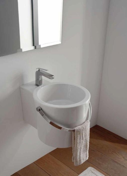 Накладная раковина, выполненная в современном стиле из санфаянса белого цвета.