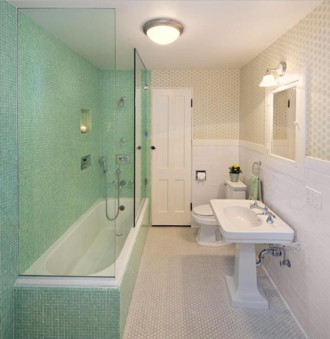 Многие из современных тенденций в оформлении ванных комнат перекликаются с мотивами классической стилистики.