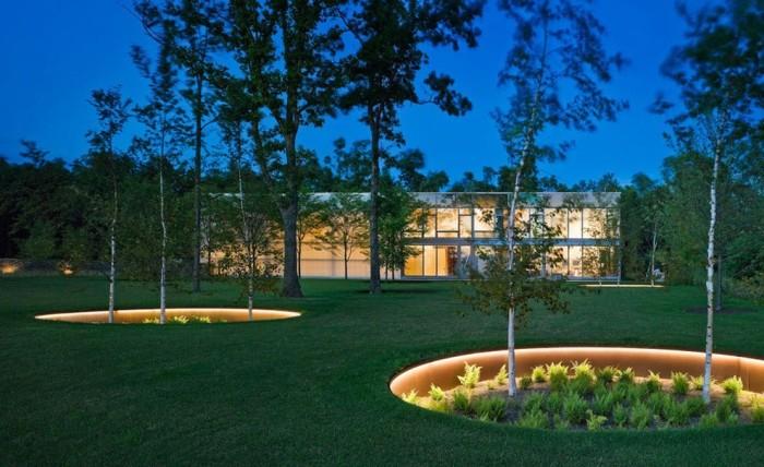 Освещение должно правильно подчеркивать все элементы ландшафтного дизайна.
