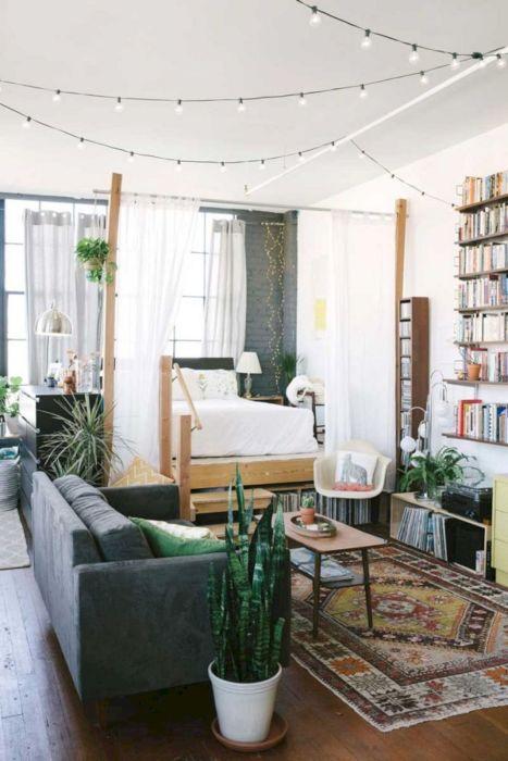 Дизайн маленькой гостиной комнаты помимо размещения спального места, требует еще и правильно подобранную планировки в целом.