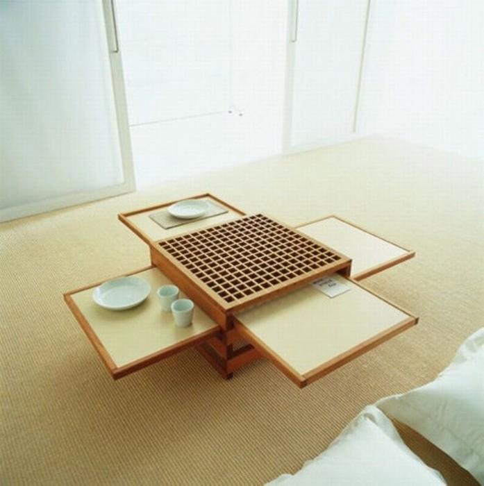 Раскладной деревянный журнальный столик в восточном стиле.