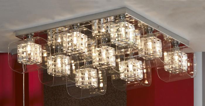 Светодиодные светильники, оформленные в прозрачных плафонах, смотрятся богато и современно.