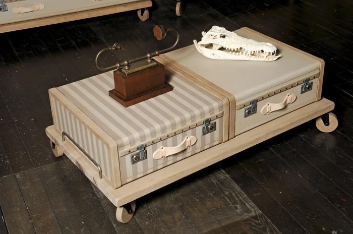 Кофейный столик из старинного чемодана - эксклюзивная деталь, которая станет настоящей изюминкой любой гостиной.