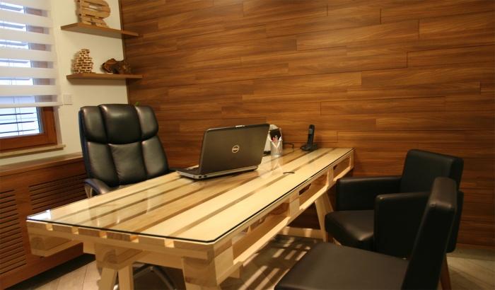 Деревянные поддоны активно используются профессиональными дизайнерами для оформления интерьера, что придаёт ему неповторимый стиль.