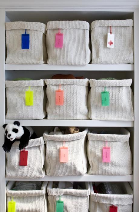 Плетённые корзинки для игрушек - отличное решение для организации и экономии пространства.