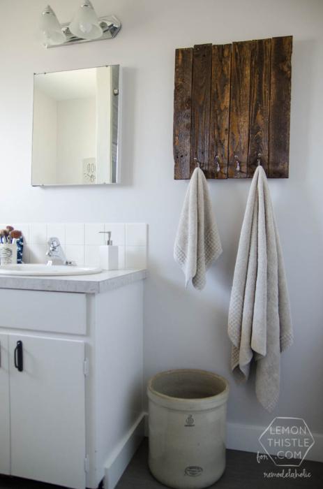 Вешалки для полотенец в ванной комнате являются незаменимым атрибутом этого помещения.