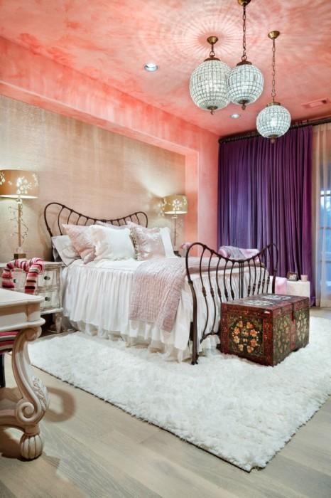 Современный интерьер спальной комнаты с элементами авангарда.