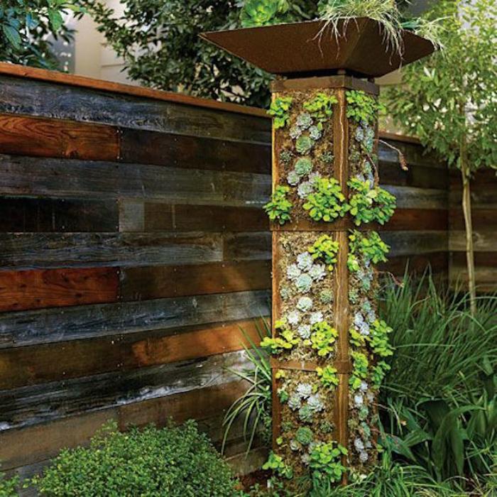 Эффектная и эргономичная конструкция для вертикального выращивания цветов и растений.