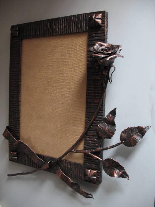 Металлическая рамка для картины с кованой розой.