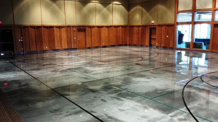 Эпоксидное напольное покрытие можно применять в спортзалах и производственных помещениях.