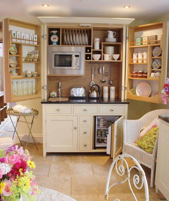 Мини-кухня, в какой все есть нужное для приготовления еды.