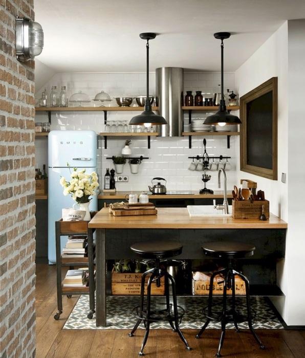 Современный интерьер кухни в настоящем индустриальном стиле, который объединяет в себе, казалось бы, уникальные элементы, вызывает восхищение.