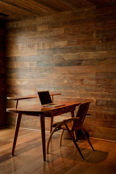 Оригинальный дизайн классической мебели, которая отличается устойчивостью и многофункциональностью.