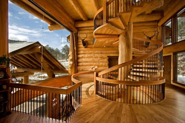 Даже не прибегая к разнообразию материалов и цветовых решений можно изготовить гармонично вписывающуюся в интерьер лестницу.
