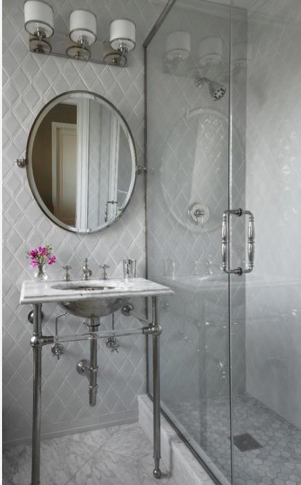 Современные аксессуары и сантехника для ванной комнаты способны не только облегчить все водные и санитарно-гигиенические процедуры, но и значительно преобразить дизайн помещения.